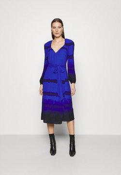 Who What Wear - WRAP DRESS - Freizeitkleid - blue