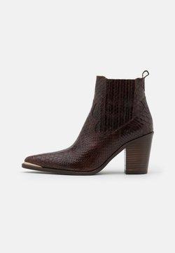 San Marina - AGUEDA BOA - Boots à talons - choco