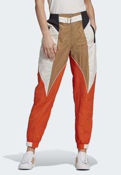 adidas Originals - Paolina Russo - Træningsbukser - chalk white/energy orange/cardboard