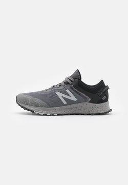 New Balance - FRESH FOAM ARISHI - Chaussures de running neutres - grey
