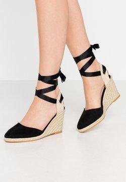 Miss Selfridge - WINNY ANKL TIE  - Korolliset sandaalit - black