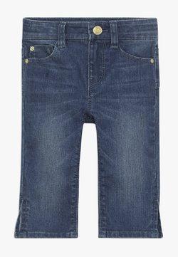 Esprit - PANTS - Shorts di jeans - medium wash denim