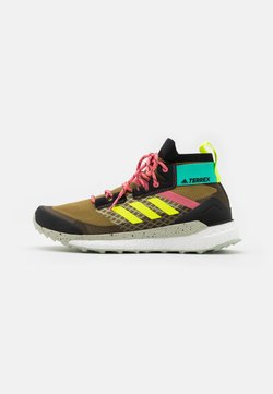 adidas Performance - TERREX  FREE HIKER PRIMEBLUE - Hikingschuh - wild moss/core black/acid mint