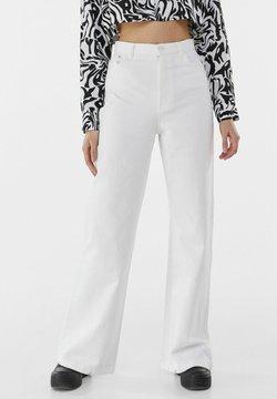 Bershka - Fließende - Flared jeans - white