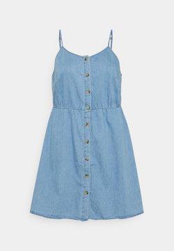 Vero Moda Curve - VMFLICKA STRAP SHORT DRESS - Dongerikjole - light blue denim