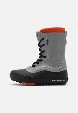 Vans - STANDARD MTE UNISEX - Snowboot/Winterstiefel - gray/black