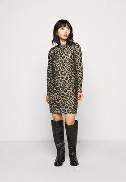 Vero Moda Petite - VMHOWL DRESS - Vestido de punto - silver mink/black