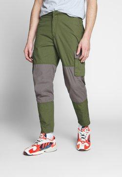 Mennace - UTILITY MIXED TROUSERS - Cargo trousers - khaki
