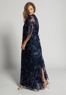 Ulla Popken - ULLA  DAMEN GROSSE GRÖSSEN  - Cocktailkleid/festliches Kleid - violettblau