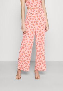 Fashion Union - STRIDE TROUSER - Stoffhose - pink posey