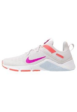 Nike Performance - LEGEND ESSENTIAL - Kuntoilukengät - vast grey/fire pink/magic ember/hydrogen blue/white