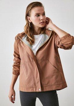 Trendyol - Outdoorjacka - brown