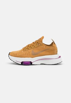 Nike Sportswear - ZOOM TYPE - Sneaker low - wheat/ironstone/red plum/summit white