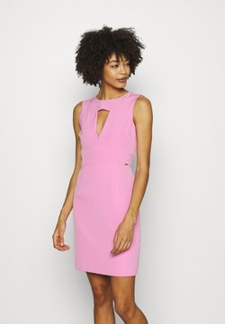 Guess - PATTI DRESS - Vestido de tubo - rich pink