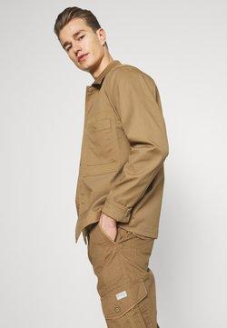 TOM TAILOR - MAX OVERKNEE - Shorts - beige