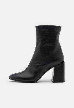 Furla - BLOCK BOOT  - Korte laarzen - nero