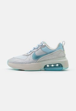 Nike Sportswear - AIR MAX VERONA - Trainers - metallic platnum/glacier ice