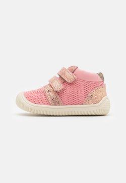 Woden - TRISTAN  - Lauflernschuh - soft pink