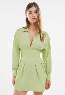 Bershka - MIT KORSETT UND SCHLEIFE AM RÜCKEN - Korte jurk - green