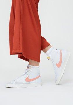 Nike Sportswear - BLAZER MID '77 - Sneakersy wysokie - white/atomic pink