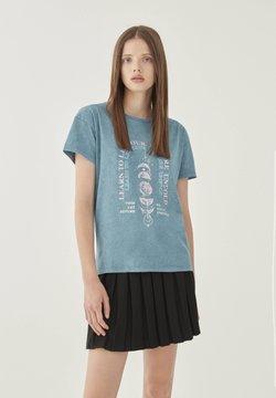 PULL&BEAR - T-shirt z nadrukiem - blue