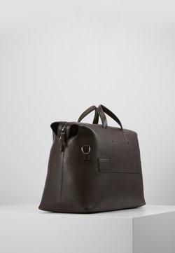 Calvin Klein - POCKET WEEKENDER - Viikonloppukassi - brown