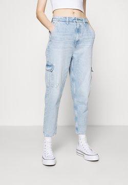 Tommy Jeans - MOM JEAN CARGO  - Cargo trousers - denim light