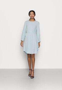YAS Petite - YASMARILLA MIDI DRESS - Vestido camisero - cashmere blue