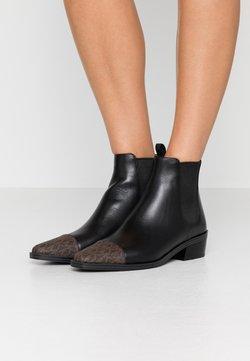 MICHAEL Michael Kors - LOTTIE TOE CAP BOOTIE - Stiefelette - black/brown