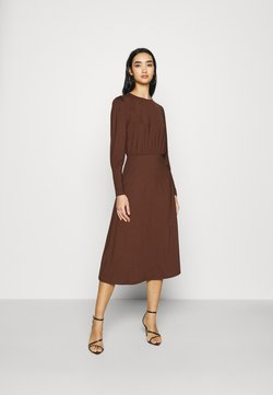 Vero Moda - VMNEXT CALF DRESS - Vestido de punto - potting soil