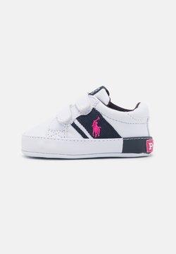 Polo Ralph Lauren - GREGOT LAYETTE - Chaussons pour bébé - white/navy/baja pink