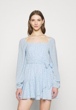 NA-KD - PAMELA REIF X ZALANDO OVERLAPPED FRILL MINI DRESS - Freizeitkleid - dusty blue