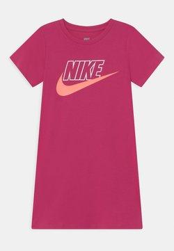 Nike Sportswear - GLOW IN THE DARK  - Robe en jersey - fireberry