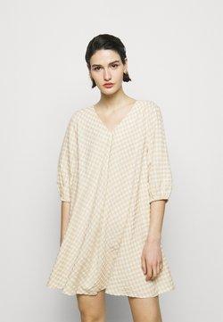 Bruuns Bazaar - SEER ALLURE DRESS - Freizeitkleid - sand/white check