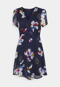 Vero Moda - VMFRIDA V NECK DRESS - Korte jurk - eclipse/frida