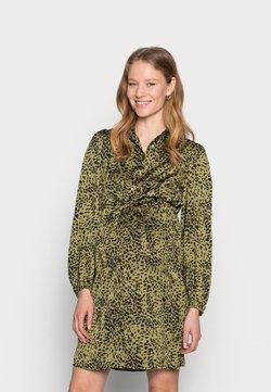 Pieces Maternity - PCMDANNI SHIRT DRESS - Blusenkleid - black/olive