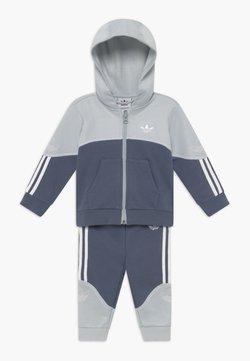 adidas Originals - OUTLINE HOOD SET - Survêtement - light grey