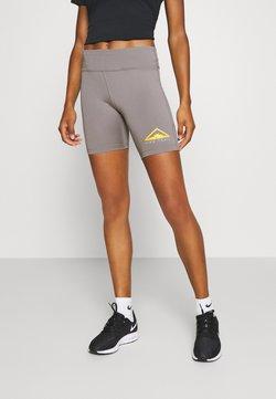 Nike Performance - FAST SHORT TRAIL - Medias - enigma stone/silver