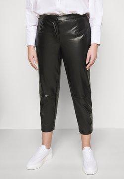 Pieces Curve - PCROOT CROPPED PANTS CURVE - Pantalon classique - black