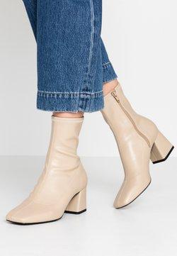 Monki - VEGAN LEIA BOOT - Korte laarzen - beige