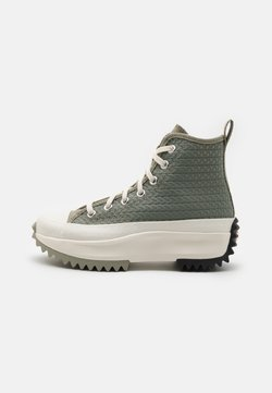 Converse - RUN STAR HIKE PLATFORM CROCHET TWIST UNISEX - Sneakersy wysokie - light field surplus/crimson tint/egret