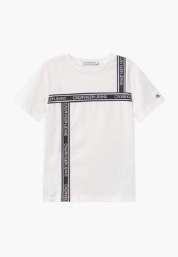 Calvin Klein Jeans - LOGO TAPE  - T-shirt z nadrukiem - white