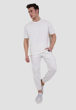 Tom Barron - SET - Jogginghose - white