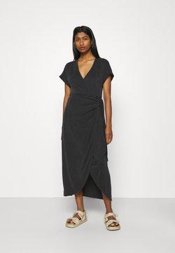 Monki - ENLIE SOFT WRAP DRESS - Jerseykleid - black dark