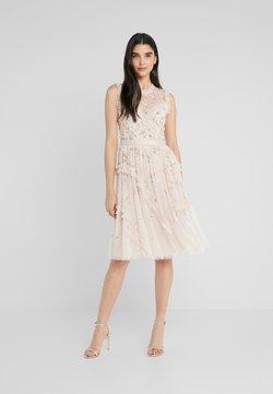 Needle & Thread - SHIMMER DITSY DRESS - Vestito elegante - pearl rose