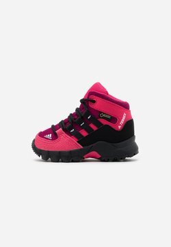 adidas Performance - TERREX RELAXED SPORTY GORETEX MID SHOES - Outdoorschoenen - power berry/core black/power pink