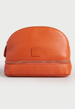 Superdry - Kosmetiktasche - fiery orange