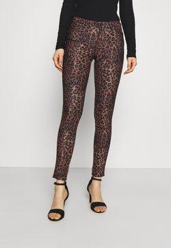 Guess - SEXY CURVE - Pantalon classique - iconic leopard brown