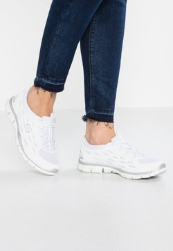 Skechers Wide Fit - GOING PLACES - Loaferit/pistokkaat - white