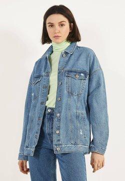 Bershka - OVERSIZE-JEANSJACKE 01110335 - Veste en jean - blue denim